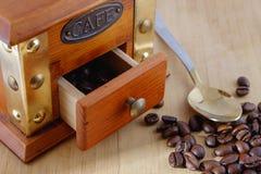 Земной кофе и зерна Стоковое фото RF