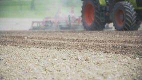 Земледелие - производство продуктов питания, засаживая мозоль, пшеница сбора, деятельность трактора видеоматериал