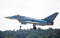 Земли военный самолёт на авиаполе Стоковые Фото