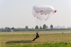 Земли парашютиста в программе выставки Стоковые Фото