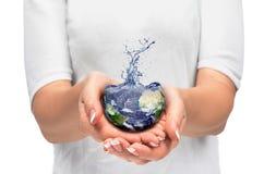 Земля в людской руке стоковое изображение rf