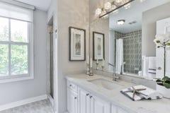 2 зеркала светильника конструкции ванной комнаты ванны 3d люд мозаики голубых творческих пустых нутряных самомоднейших представля Стоковые Изображения