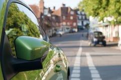 зеркало автомобиля зеленое стоковые изображения