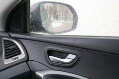 Зеркало и ручка автомобильной двери Стоковая Фотография RF