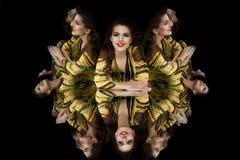 зеркало kaleidoscope девушки брюнет Стоковые Фотографии RF