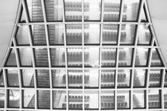 Зеркала на крыше потолка - авиапорте, черно-белом Стоковое Изображение RF