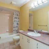 2 зеркала светильника конструкции ванной комнаты ванны 3d люд мозаики голубых творческих пустых нутряных самомоднейших представля Стоковое Фото
