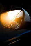 Зеркало взгляда со стороны автомобиля на дороге Стоковые Изображения