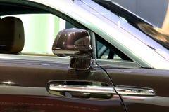 Зеркало крыла черного Rolls Royce Стоковая Фотография RF