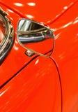 Зеркало на старом классическом автомобиле Стоковые Изображения RF