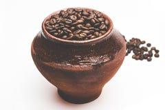 Зерна кофе в декоративном баке Стоковые Фотографии RF