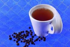 Зерна черного перца и чая чашки Стоковое Фото