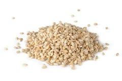 Зерна ячменя жемчуга на белой предпосылке Стоковые Фото