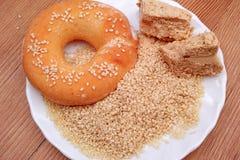 Зерна, halvah и донут сезама Стоковые Изображения RF