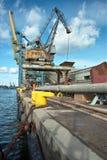 Зернохранилище и краны корабля в порте. Стоковое Изображение
