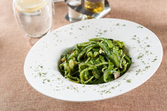 Зеленая лапша креветки соуса стоковое фото rf