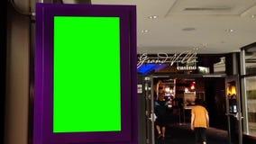 Зеленая афиша для вашего объявления около грандиозного входа казино виллы видеоматериал