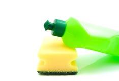 Зеленая бутылка и желтая губка Стоковая Фотография