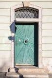 Зеленая дверь на старой стене Стоковое Изображение RF