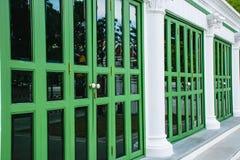 Зеленая дверь стоковое фото rf