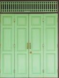 Зеленая дверь Стоковые Фотографии RF