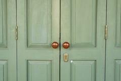 Зеленая дверь Стоковые Изображения