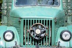 Зеленая винтажная старая тележка фермы Стоковое Изображение