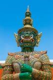 Зеленая гигантская вызванная статуя (Ravana) на Wat Phra Si Rattana Satsadaram, Бангкоке Стоковые Изображения