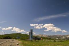 зеленая гора лужка Состав природы Красивый ландшафт большого взгляда весны Кавказа природы Весна в Азербайджане Стоковое фото RF