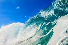 Зеленая голубая океанская волна для серфинга в Таити Стоковое Изображение RF