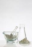 Зеленая глина в стеклянном миномете Стоковое фото RF