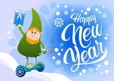 Зеленая езда хелпера Санты эльфа электрическая завишет праздник Нового Года доски счастливый с Рождеством Христовым Стоковая Фотография RF