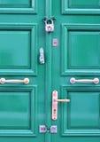 Зеленая деревянная дверь Стоковое фото RF