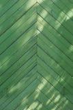 Зеленая деревянная раскосная предпосылка с планками Стоковое фото RF