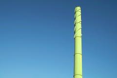 Зеленая деталь печной трубы от бумажной фабрики Стоковые Изображения