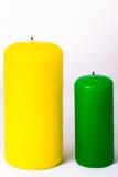Зеленая и желтая свеча на белой предпосылке Стоковое фото RF