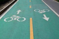 Зеленая майна велосипеда на дороге асфальта Стоковое Фото