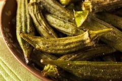 Зеленая органическая зажаренная в духовке бамия стоковая фотография rf