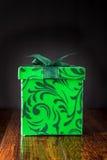 Зеленая подарочная коробка - подарок на рождество Стоковое Изображение RF