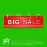 Зеленая предпосылка с большой красной пустой сумкой Стоковые Изображения