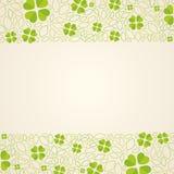 Зеленая предпосылка с cloverleafs Стоковые Изображения RF