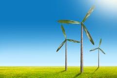 Зеленая принципиальная схема энергии - естественные турбины ветрогенератора на лете Стоковые Изображения