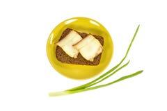 Зеленая плита с куском хлеба и беконом Стоковая Фотография RF