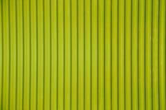 Зеленая рифлёная предпосылка текстуры металлического листа стоковое изображение