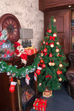 Зеленая украшенная рождественская елка Стоковое Изображение