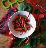 зеленеет красные цветы Стоковое Изображение