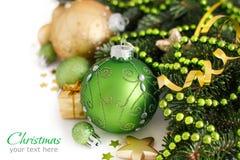 Зеленое и золотое рождество орнаментирует границу Стоковые Фотографии RF