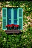 Зеленое красочное деревянное окно стоковые изображения