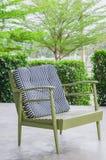 Зеленое кресло в кафе на поле цемента Стоковое Изображение