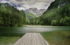 зеленое озеро Стоковые Фотографии RF